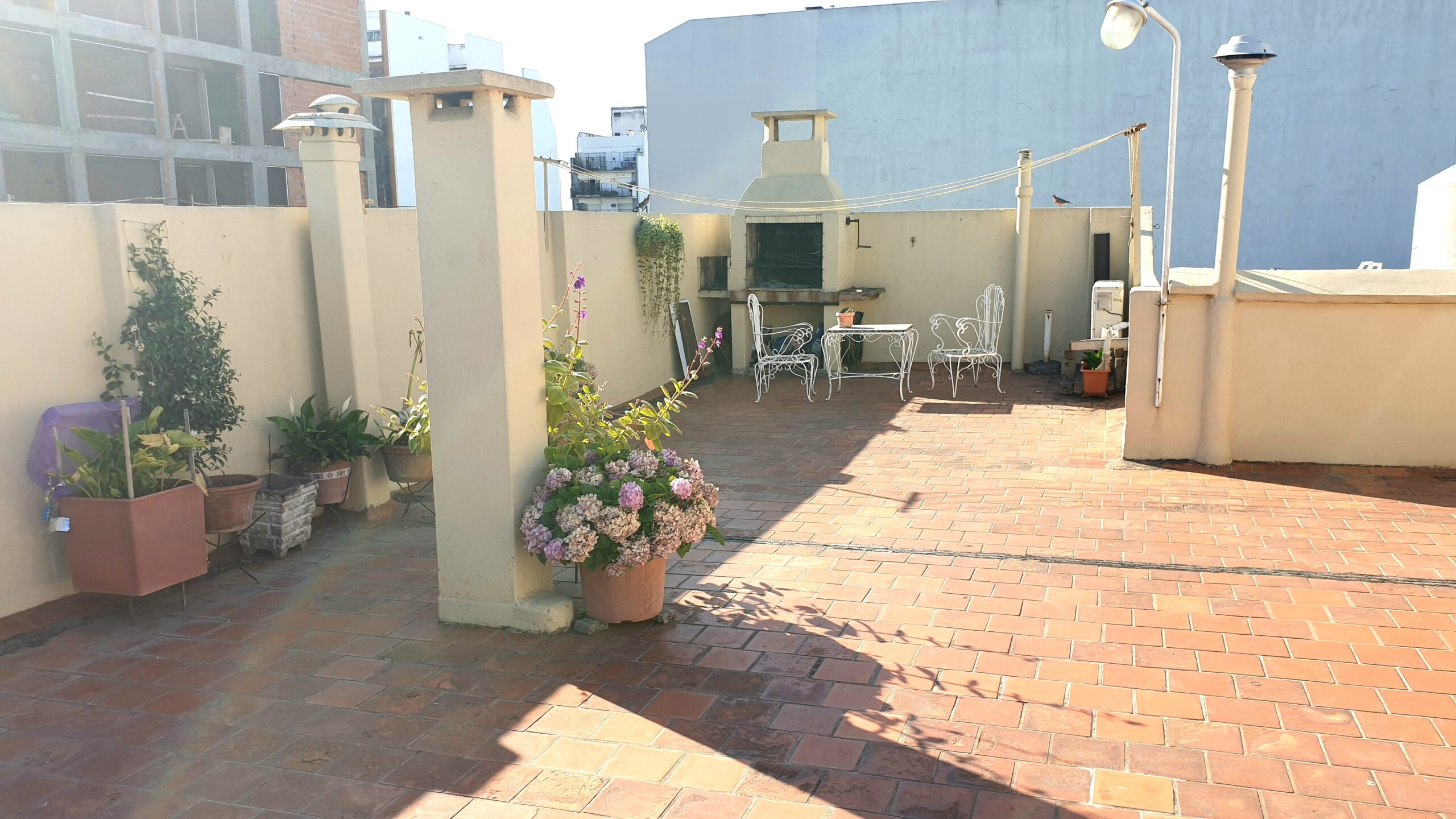 3 ambientes tipo casa con terraza propia