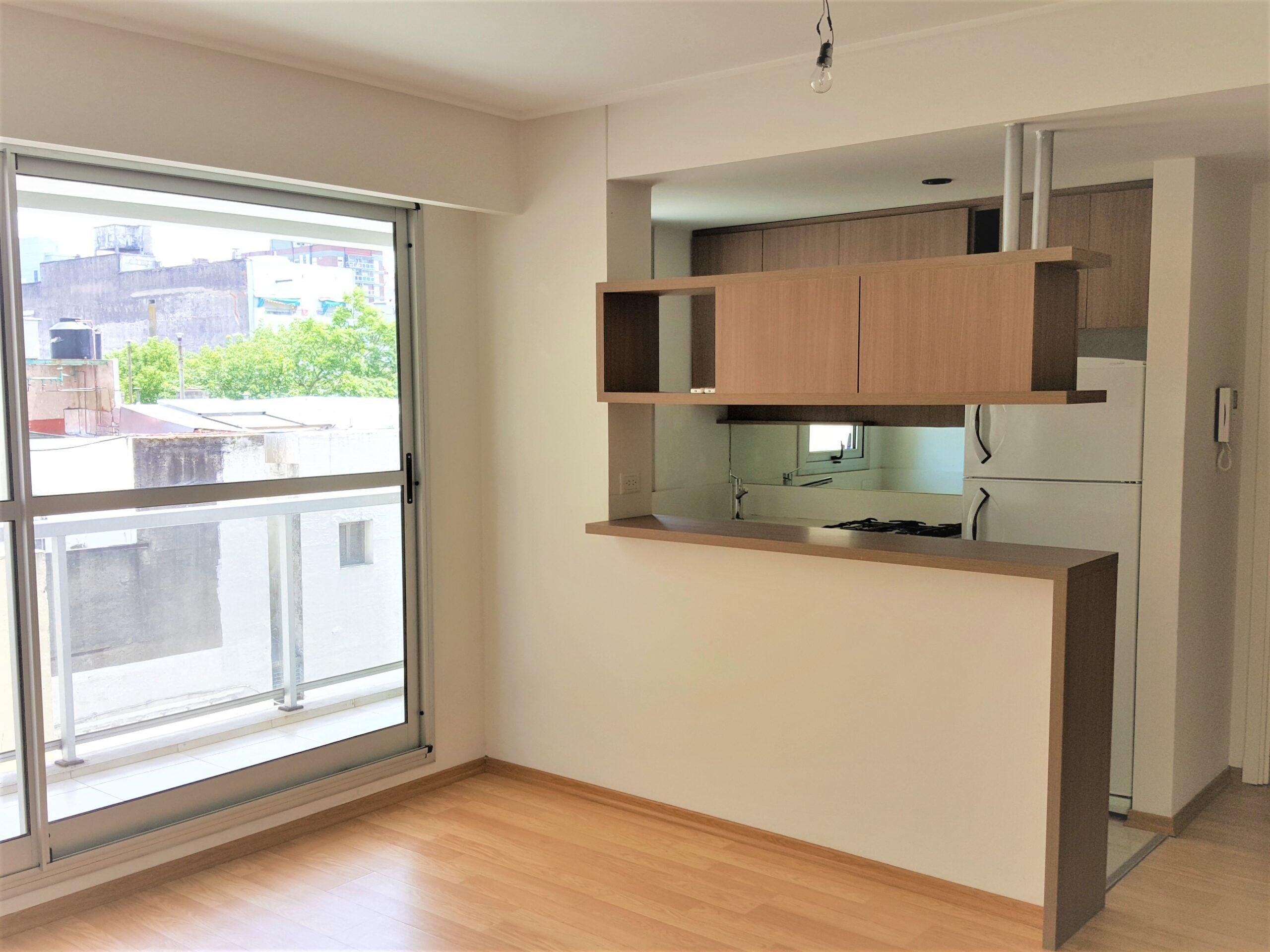 Impecable 2 ambientes al contrafrente con balcón